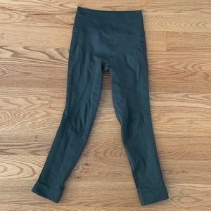 EUC Lululemon Compression Crops